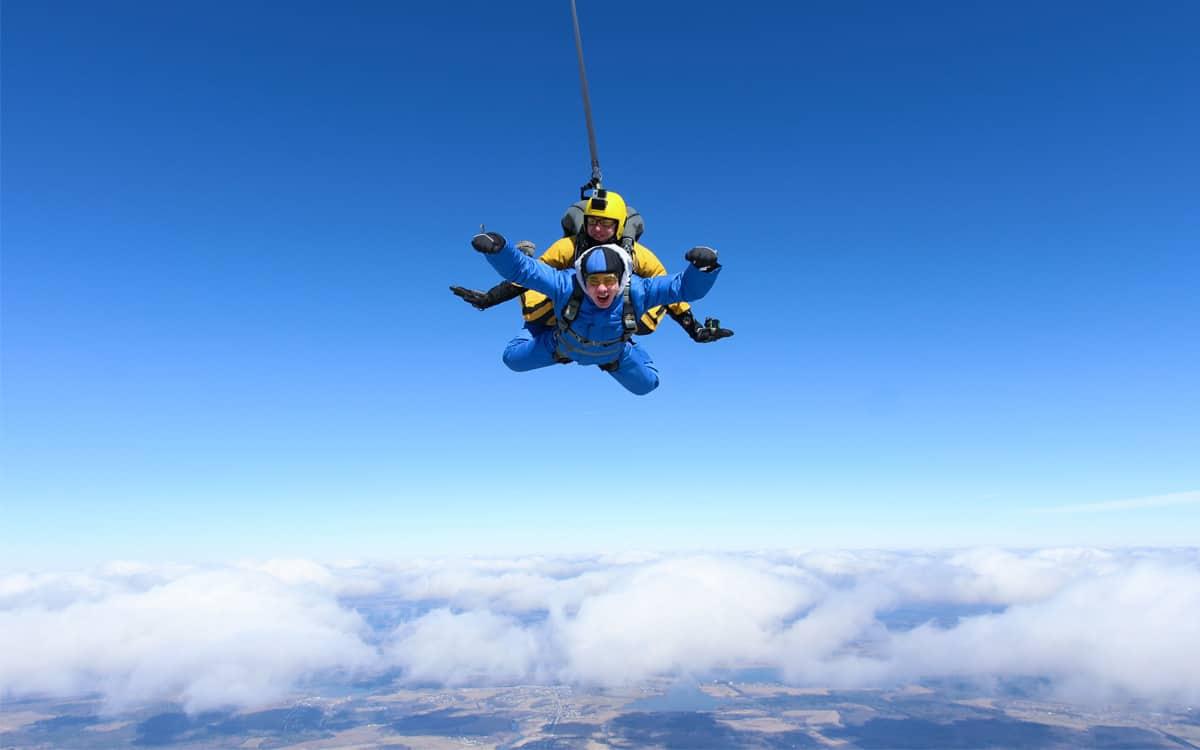Skok ze spadochronem to marzenie każdego wielbiciela adrenaliny!